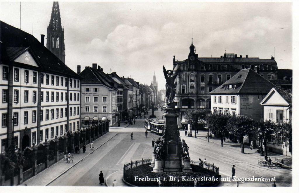 Kaiserstr. mit Siegesdenkmal um 1920