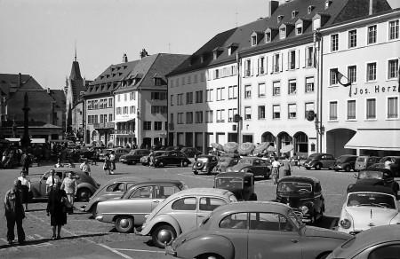 Muensterplatz Freiburg mit Cafe Kühnle
