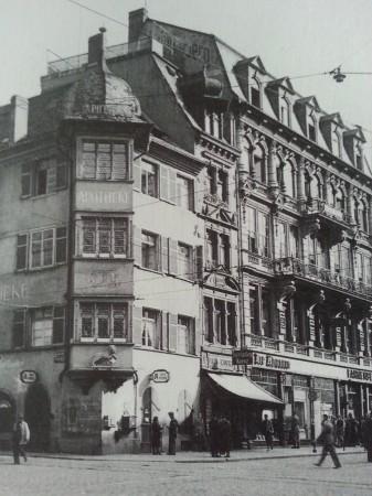Löwenapotheke_Freiburg_vor_1900