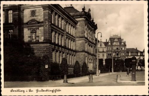 Hindenburgschule gegenüber Amtsgericht am Holzmarkt