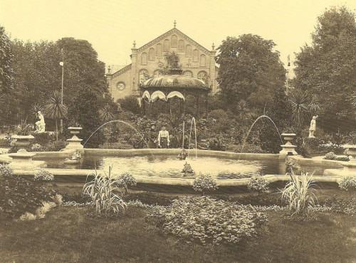 Stadtgarten mit Festhalle