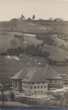 2  1929