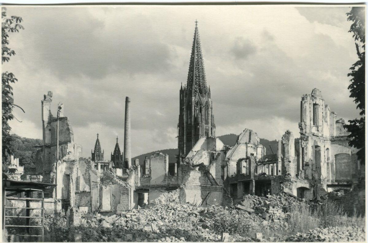 Freiburg in Trümmern