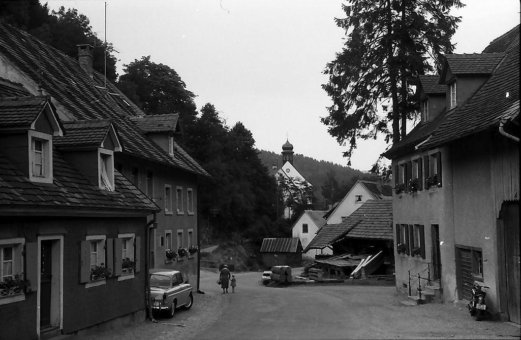 Dorfstrasse_Kappel_mit Kirche